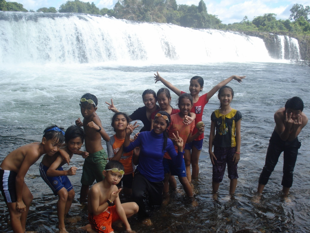 Here we are, Ecotourism day at waterfall Chi-Phat.